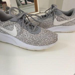 Nike tanjun White and grey sneakers